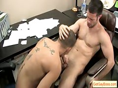 Guy Gets Fine Dicksuck From His Boss By Gotgayboss