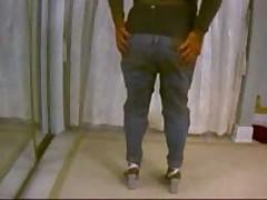 Really Strange Video Of Amateur Boyfriend Dancing Alone