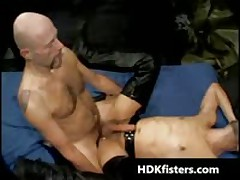 Gratis Very Extreme Homosexual Fisting Three-Way Videos 1 By HDKfisters