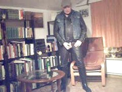 Leather-Rubberpig Pissing Around