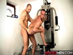 Pump And Squat (Uknakedmen)