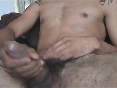 Check Out This Hot Papi As He Strokes His Big Verga