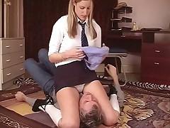 Порно видео фемдом под юбкой